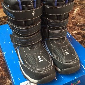 Totes Kids black snow boots size 2